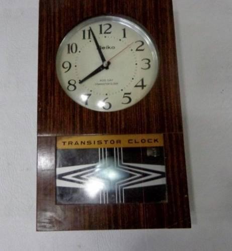 Antiguo reloj a pilas con pendulo marca meiko para reparar