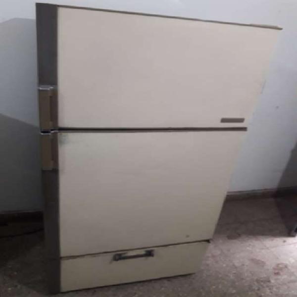 Heladera peabody con freezer en córdoba