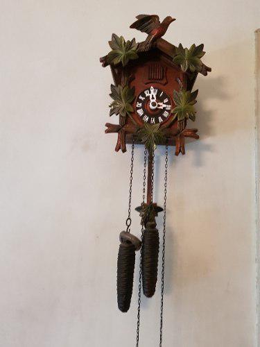 Reloj cucu selva negra antiguo aleman de madera con pendulo