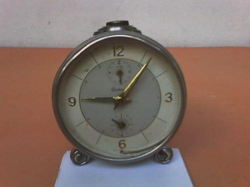 Reloj despertador *gentleman* antiguo