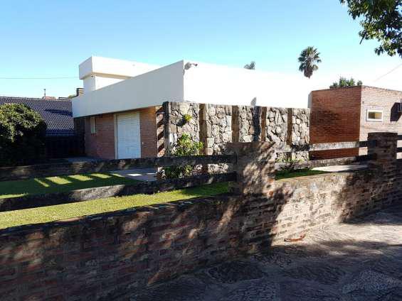 Linda casa con pileta en venta en villa carlos paz, barrio