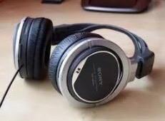 Negro y gris sony auriculares con cable