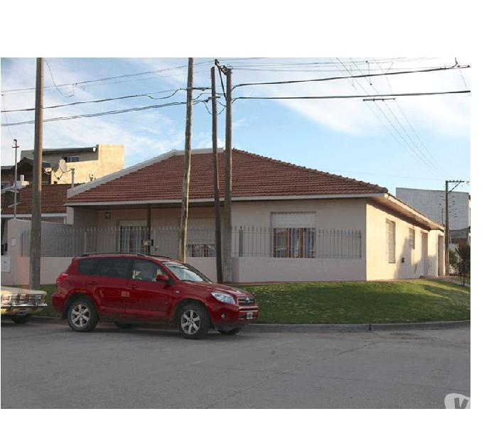 Amplia casa a cuatro cuadras del mar. cod. 531