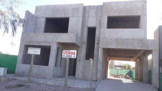 Casa en venta en barrio privado en luján de cuyo