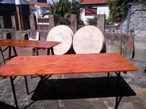 Mesa de madera con patas plegables