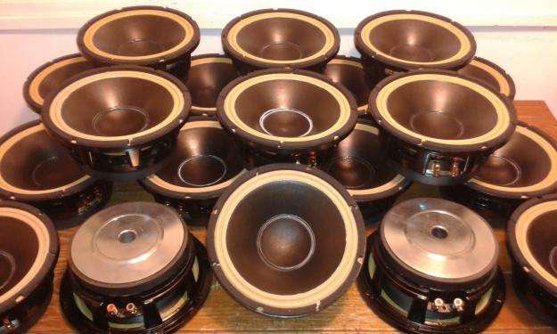Reparación y fabricación artesanal de parlantes.