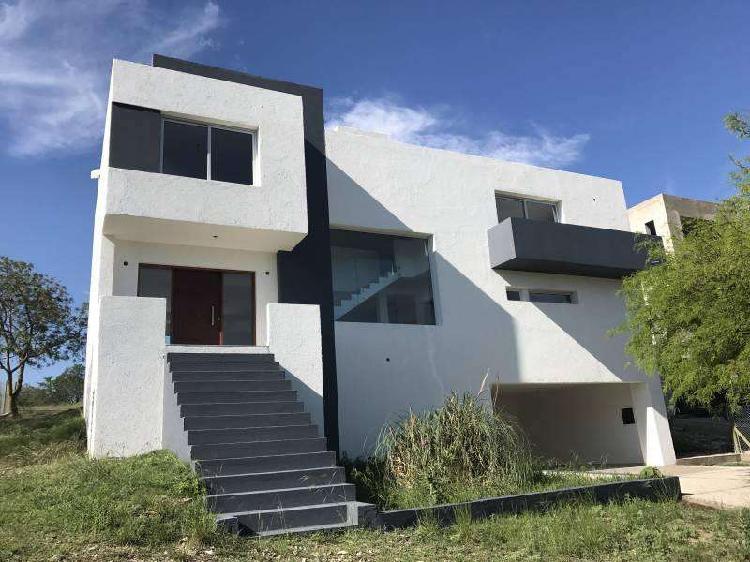 Casa en venta carlos paz. tierra alta