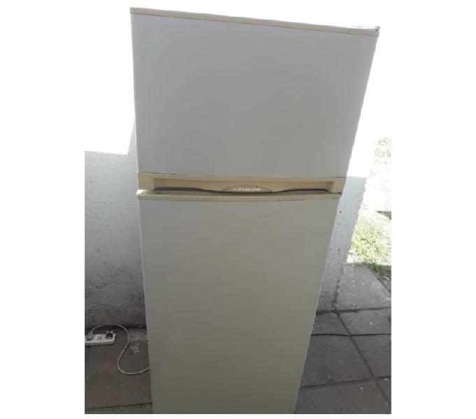 Heladera con freezer philco