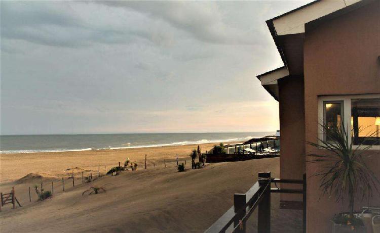Oportunidad ! vendo urgente casa frente al mar, sobre la
