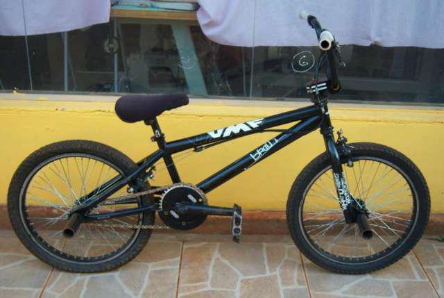 Vendo bicicleta usada umf hardy negra en buenas condiciones