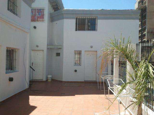 Dueña alquila living y dormitorio centro con balcon a la