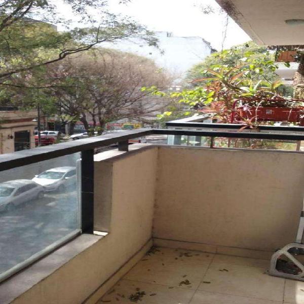 Monoambiente con balcon cocina integrada muy moderno3 a;os