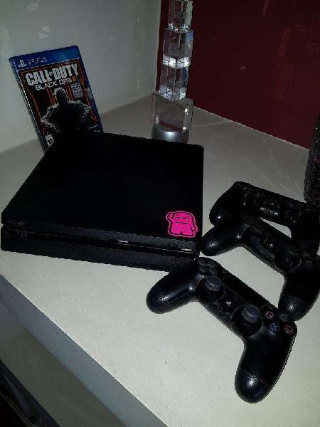 Ps4 500gb 3 joysticks