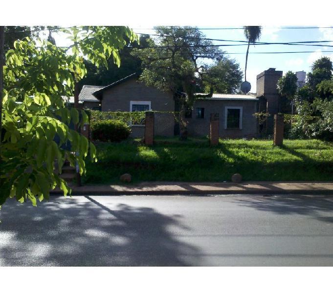 Vendo casa con amplio terreno de mas de 950 mts. cuadrados.