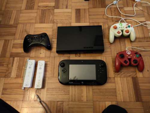 Wii u negra usada + 4 mandos + 3 juegos fisicos