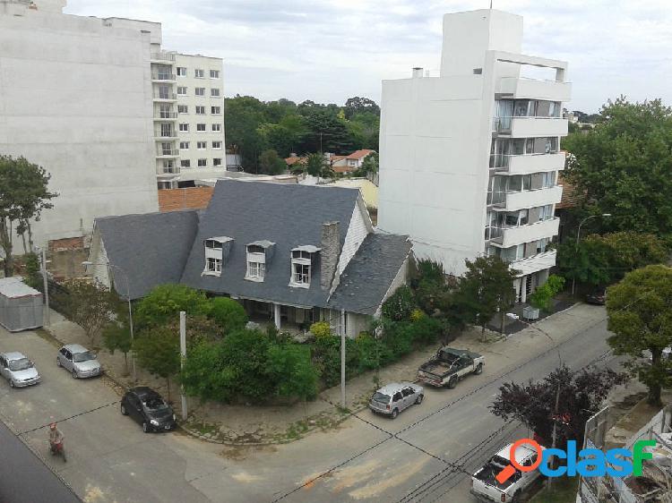 Departamento 150 mts- 2 dormitorios- 3 cocheras- 2