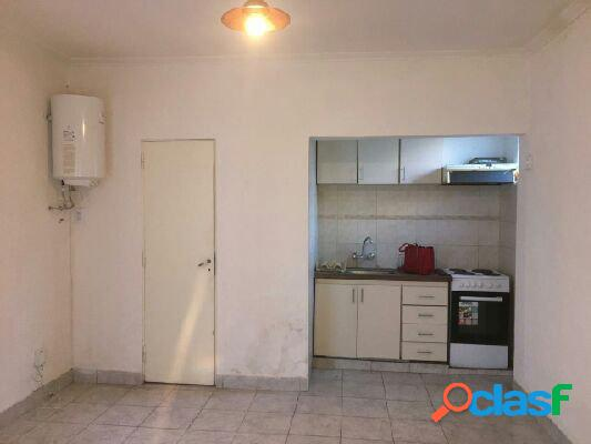 Alquiler ph 3amb por pasillo-patio-lavadero-living-alberti al 3400