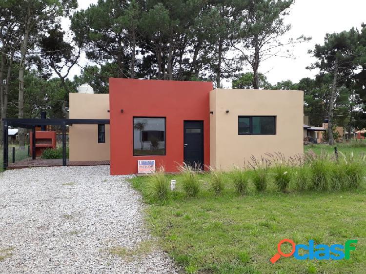 La caleta casa estilo minimalista 5 ambientes parque. cochera. parrilla