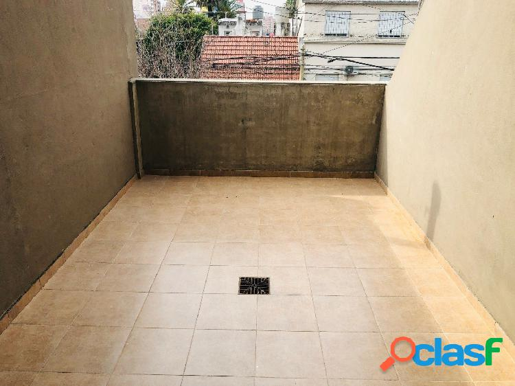 Departamento 1 dormitorio con doble patio / cochera / echesortu