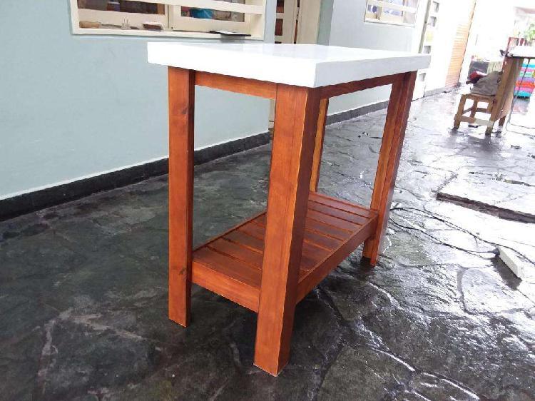 Mesas de arrime en madera maciza laqueadas barnizas o