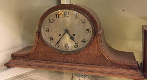 Antiguo reloj de sobremesa roble (630)