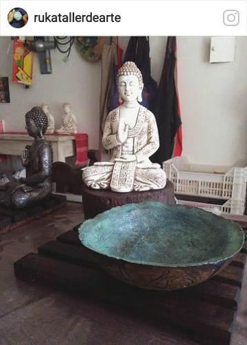 Jardin altar zen con buda y cuenco grande