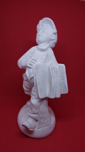 Lote 7 piezas de yeso. nene diariero canillita artesania