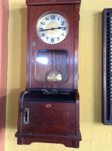 Reloj de madera antiguo pendulo con fichero