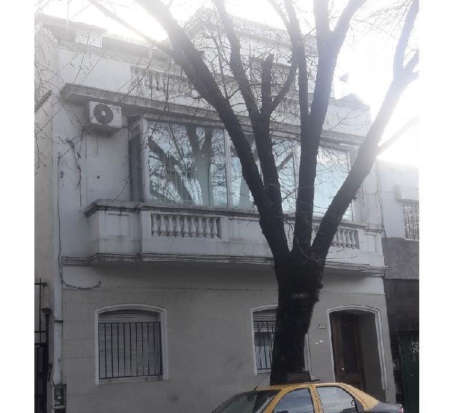 Vendo departamento con balcon terraza en flores