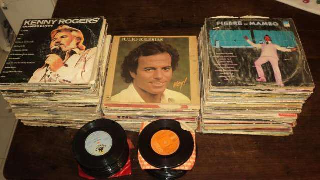 Vendo lote de mas de 300 discos vinilo y pasta en