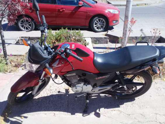Honda new titan 150cc en San Rafael
