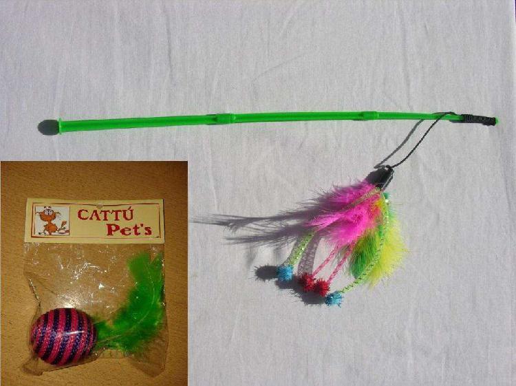 Tres juguetes para jugar con gatos. varita,pelota con plumas