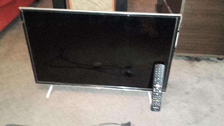 Tv smart hitachi 1 ao de uso con control display a reparar