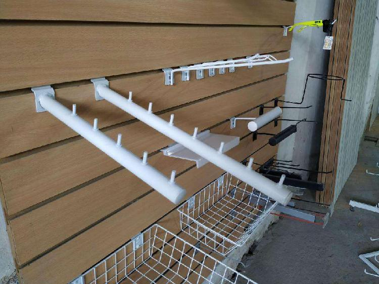 Perchero inclinado 40cm colgar exhibir panel ranurado