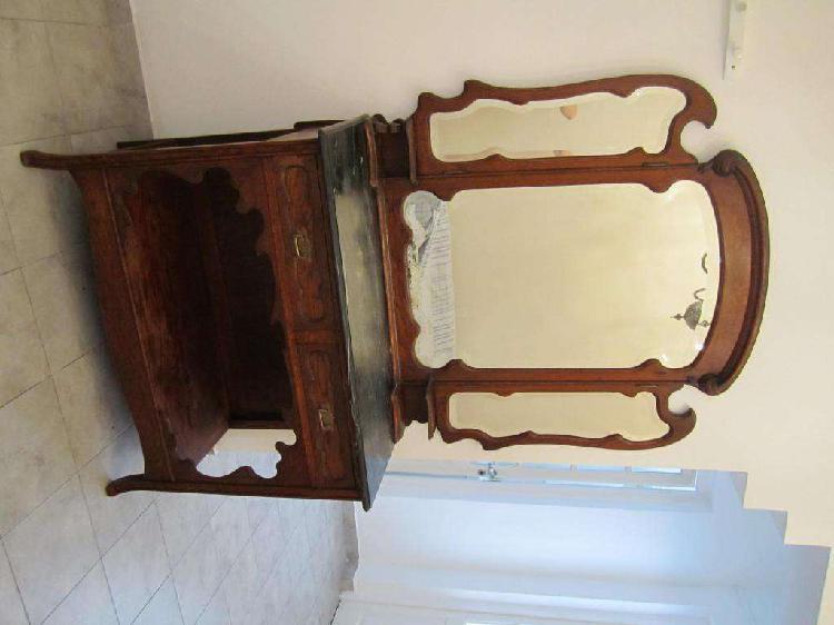 Antiguo aparador con marmol y espejos bicelados detalles