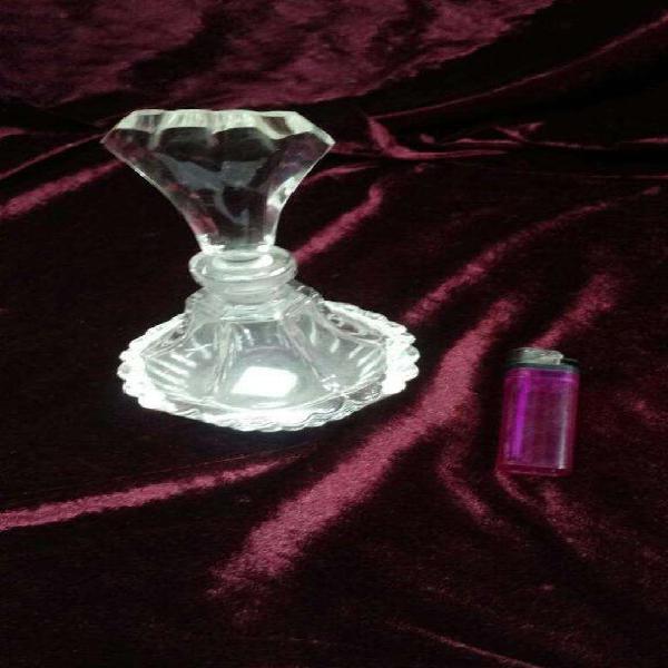 Antiguo perfumero, frasco de vidrio. decoración antigua