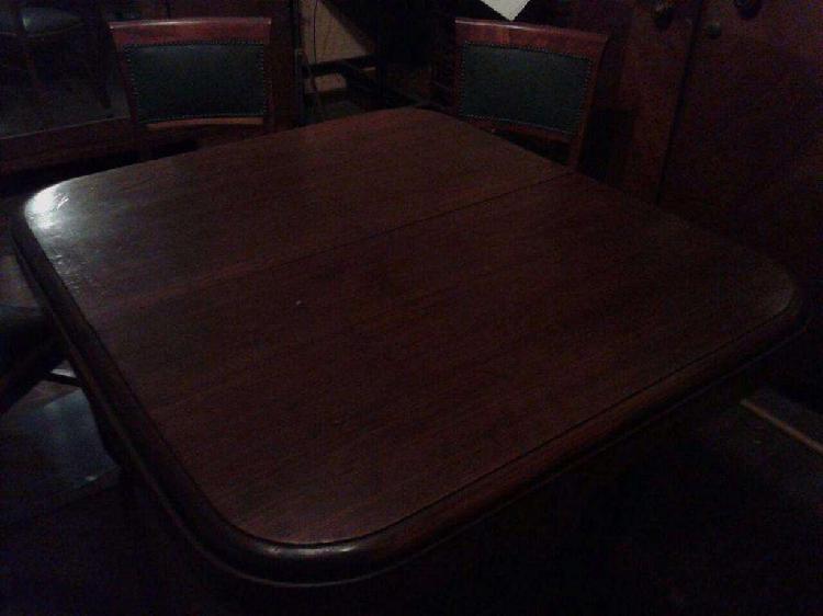 Mesa antigua de madera, 3 sillas