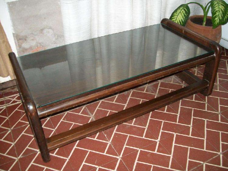 Mesa ratona, mesa de luz y mesa de apoyo, sillas de madera