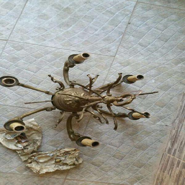 Araña de bronce tallado con permuto o canje