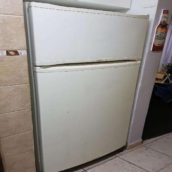 Heladera con freezer eslabon de lujo