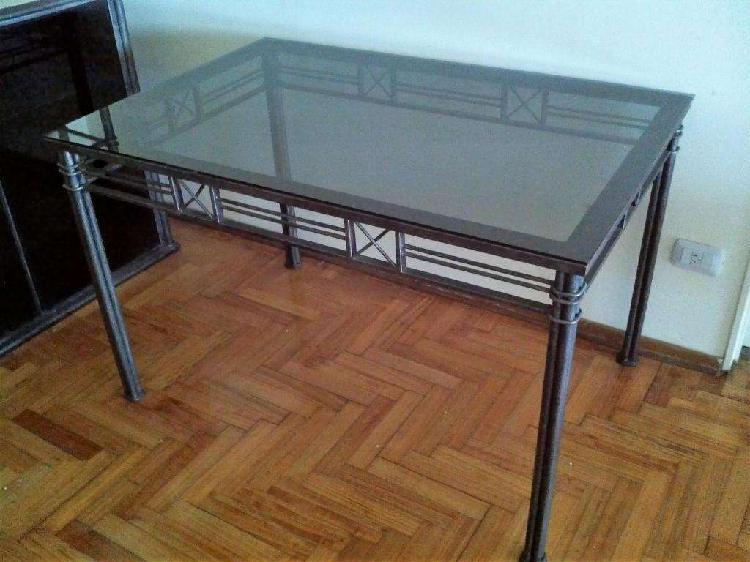 Mesa hierro tapa vidrio 1,20 mts x 0,80 mts excelente estado