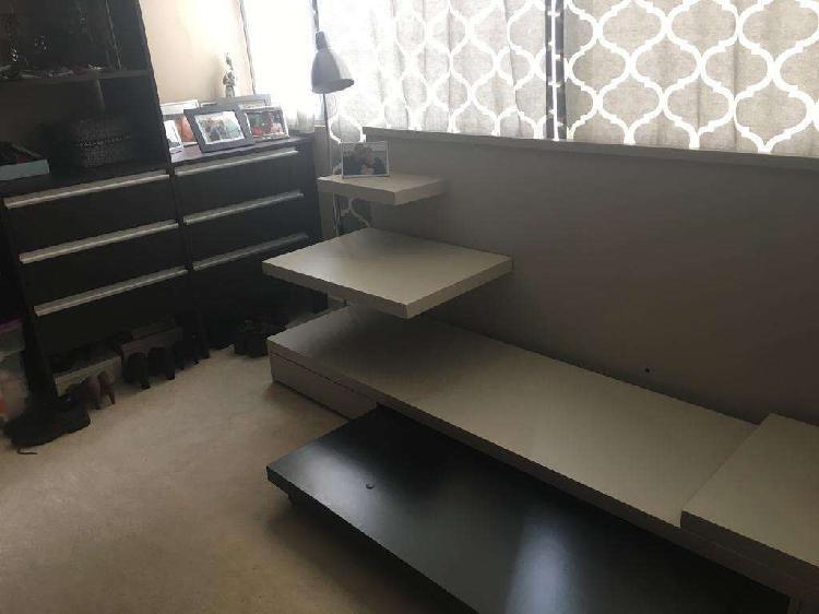 Mueble para tv con 2 cajones abajo y estantes