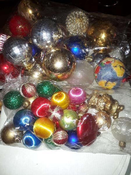 Vendo 40 adornos para árbol de navidad.nuevos.