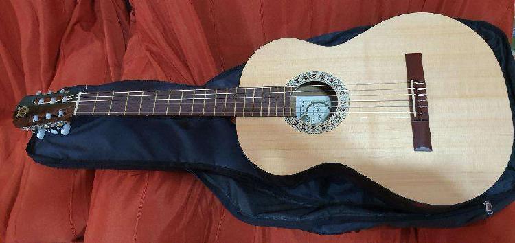 Guitarra acústica medio concierto