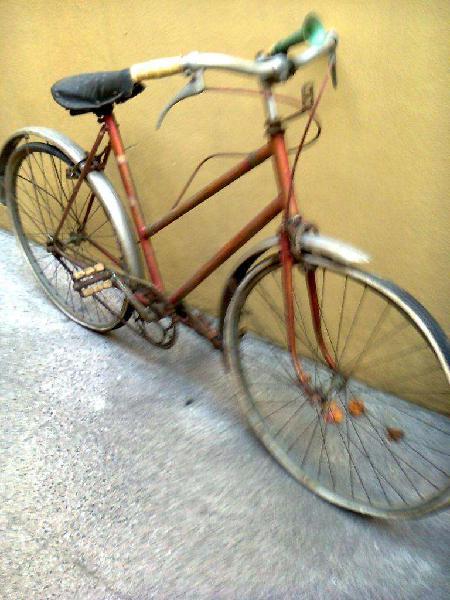 Antigua bicicleta rodado 26,necesita cambio de gomas,el