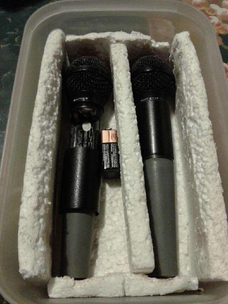 Set de 2 microfonos inalambricos y base receptora nady duet