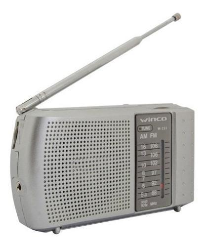 Radio portatil winco w223 a pilas am fm mano salida auxiliar