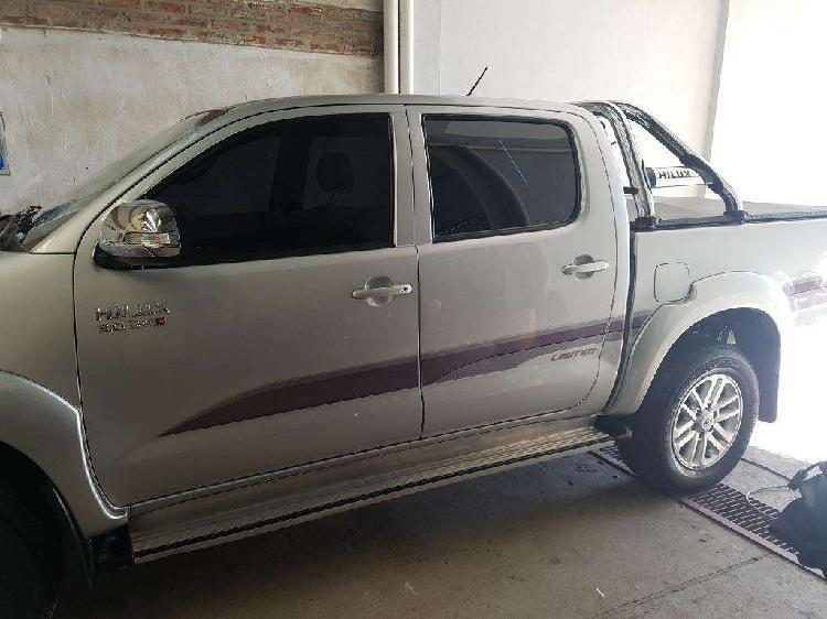 Toyota hilux srv 3.0 2014 inmaculada