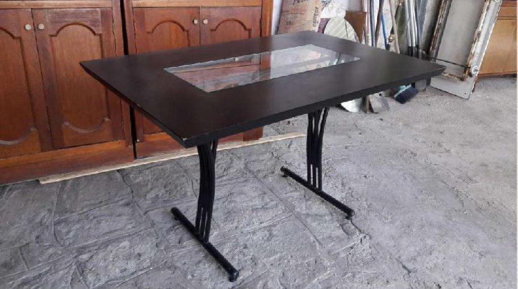 Mesa comedor de diseño base caño tapa con centro
