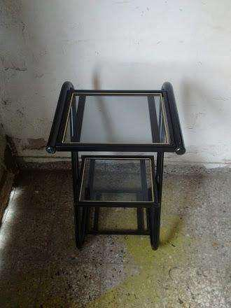 Mesa de caño tres estantes con vidrio en forma escalonada